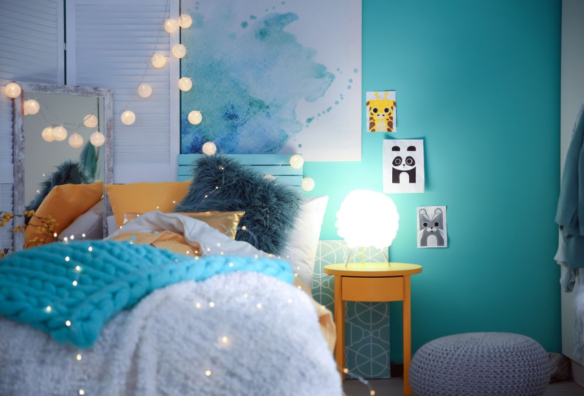 Decorate a Bedroom With No Money